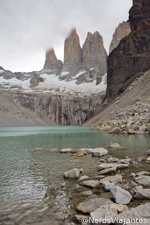 O lago e as torres do parque Torres del Paine - Patagônia Chilena