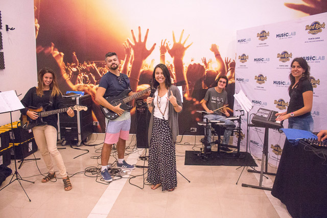 Blogueiros participando do Music Lab no Hard Rock Hotel & Casino Punta Cana. Foto: Divulgação do Hard Rock Hotel & Casino Punta Cana