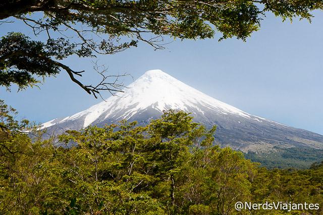 Vulcão Osorno visto dos Saltos del Petrohué - Chile