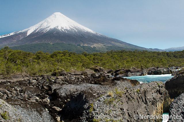 Saltos del Petrohué com Vulcão Osorno ao fundo - Chile