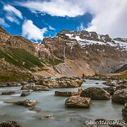 Rio, montanhas e glaciares no final da trilha para a Laguna del Diablo, perto de El Chaltén - Patagônia Argentina