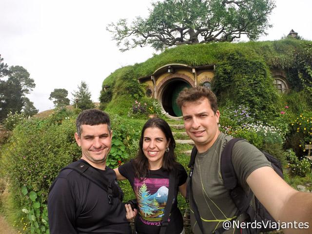 Nós e o Oscar do blog Viajoteca em Hobbiton, cidade dos Hobbits na Nova Zelândia