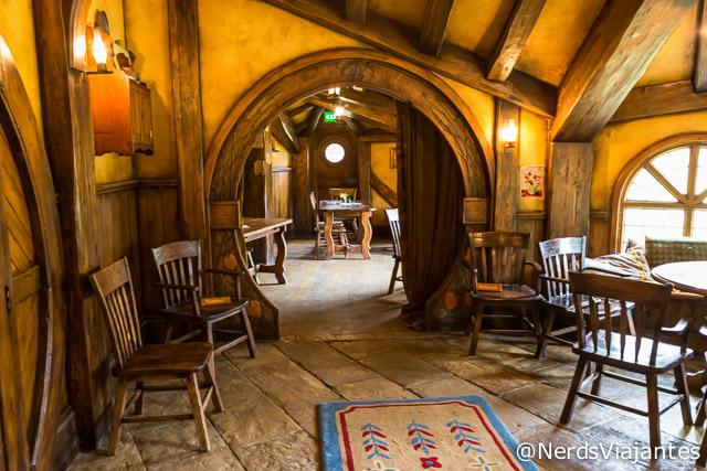 Espaço do restaurante na cidade dos Hobbits na Nova Zelândia