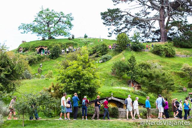 Turistas na cidade dos Hobbits na Nova Zelândia