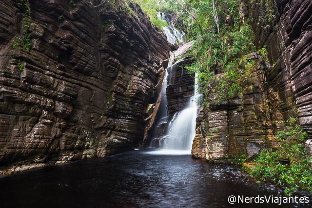 Cachoeira da Maçã e seus paredões de pedra - Minas Gerais