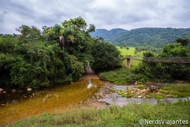 Rio no caminho para as cachoeiras da Maçã e Intancado na Cabeça de Boi - Minas Gerais