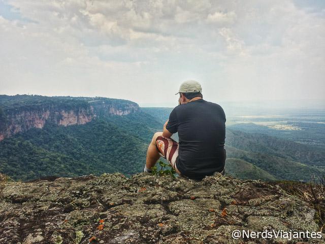 Nerd fotografando a vista da Ponta do Campestre, na Chapada dos Guimarães - Mato Grosso - Brasil